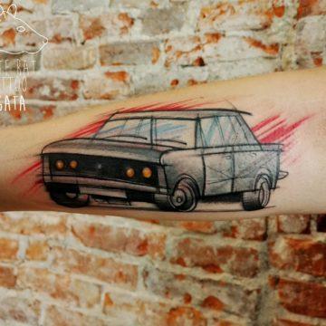 Studio tatuażu Warszawa Agata Kacperczyk tatuaż Fiat 125p