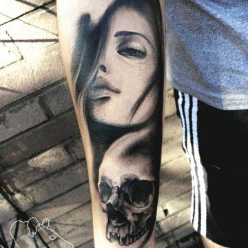 Studio tatuażu Warszawa Agata Kacperczyk tatuaż kobieta z czaszką
