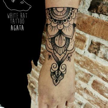 Studio tatuażu Warszawa Agata Kacperczyk tatuaż ornament