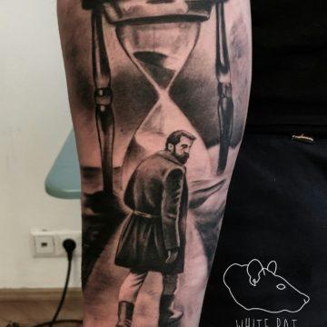 Studio tatuażu Warszawa Krzysztof Jakubowski tatuaż klepsydra