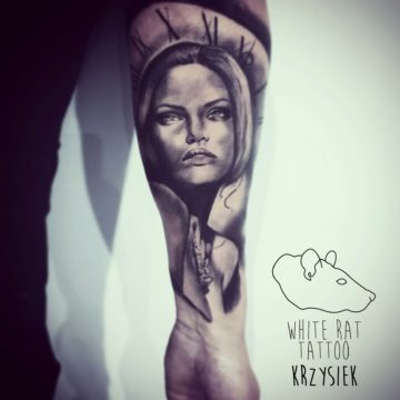 Studio tatuażu Warszawa Krzysztof Jakubowski tatuaż kobieta 2
