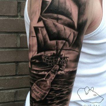 Studio tatuażu Warszawa Krzysztof Jakubowski tatuaż statek 2
