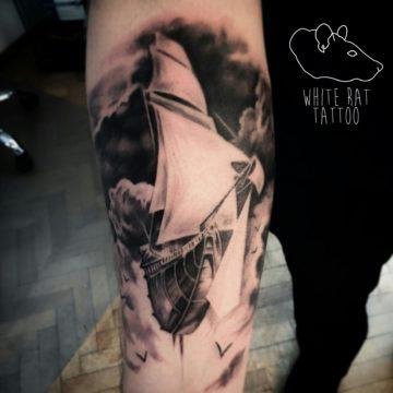 Studio tatuażu Warszawa Krzysztof Jakubowski tatuaż statek