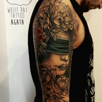 studio-tatuazu-warszawa-agata-kacperczyk-tatuaz-kobieta