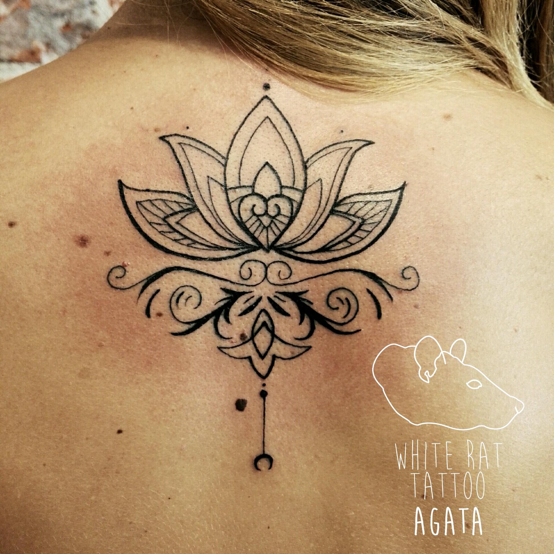 Studio Tatuazu Warszawa Agata Kacperczyk Tatuaz Mandala Kark White