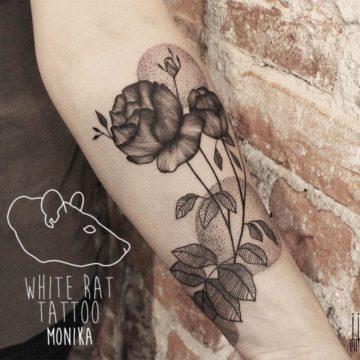 Studio tatuażu Warszawa Monika Michniewicz tatuaż kwiatki