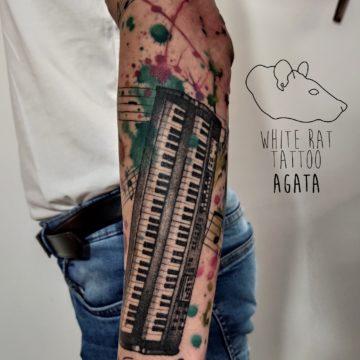 Agata Kacperczyk Studio Tatuażu Warszawa White Rat Tattoo Tatuaż Pianino Watercolor