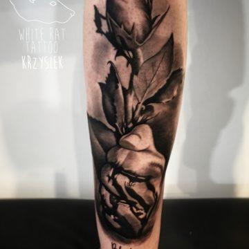 Krzysztof Jakubowski Studio Tatuażu Warszawa White Rat Tattoo Tatuaż Róża