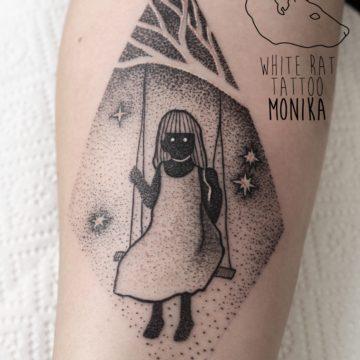 Monika Michniewicz Studio Tatuażu Warszawa White Rat Tattoo Tatuaż Dziewczynka Hustawka