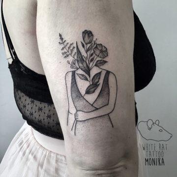 Monika Michniewicz Studio Tatuażu Warszawa White Rat Tattoo Tatuaż Kobieta Kwiaty