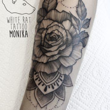 Monika Michniewicz Studio Tatuażu Warszawa White Rat Tattoo Tatuaż Róża z mandalą