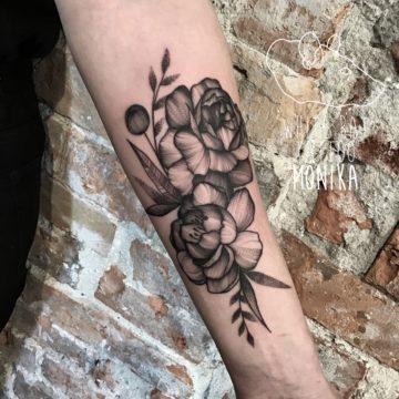 Monika Michniewicz Studio Tatuażu Warszawa White Rat Tattoo Tatuaż Róże