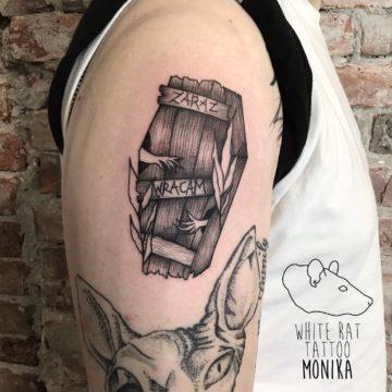 Monika Michniewicz Studio Tatuażu Warszawa White Rat Tattoo Tatuaż Trumna